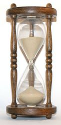 200px-Wooden_hourglass_3